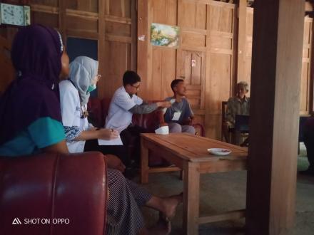 Home visit oleh tenaga kesehatan puskesmas Imogiri II di Kalidadap