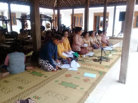 Penampil Karawitan Perdana oleh Grup Lanteng