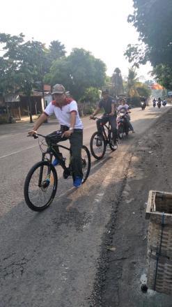 Gowes Pagi Bersama Lurah Desa ke Senam SKJ Girirejo