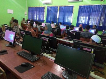 PKBM Tegal Selo Sukses Simulasi UNBK