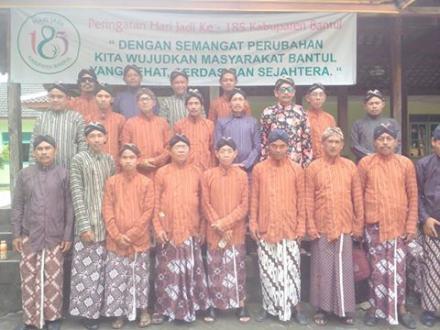 pakaian adat Jawa Pamong Desa